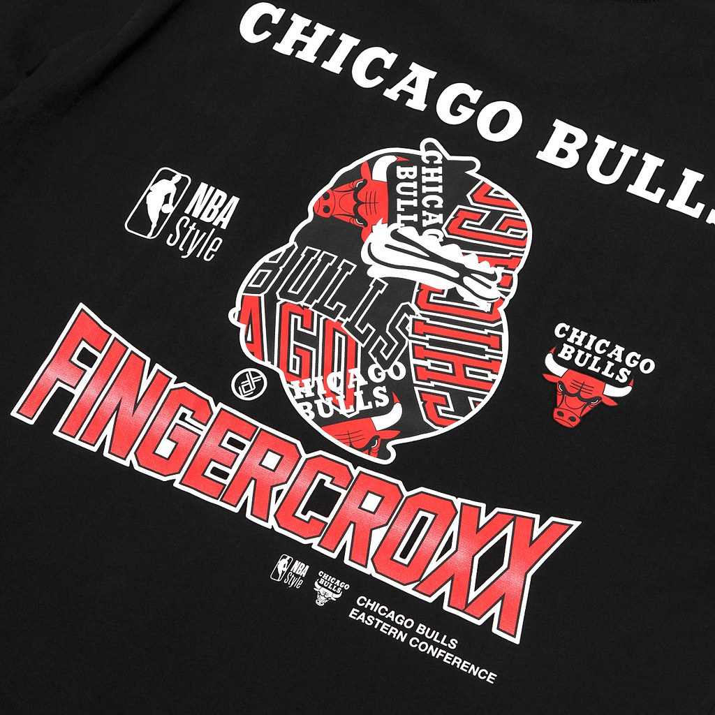 NBA X fingercroxx全新聯名系列一共帶來八款服飾,著重圖案設計及布料選用,將運動時尚融入日常休閒穿搭。_公牛款設計細節