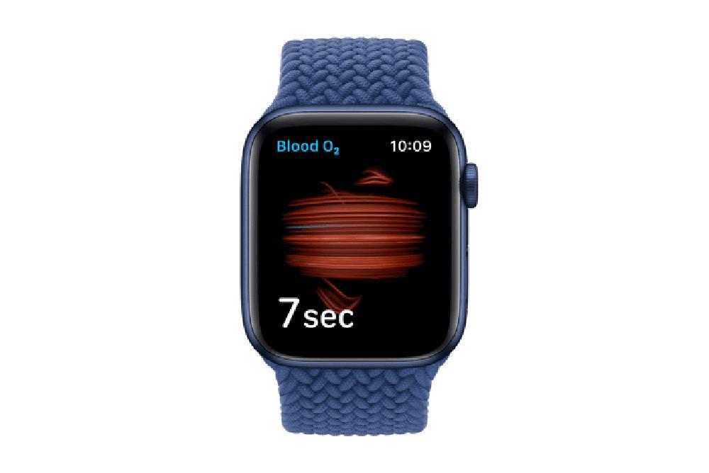 Apple_watch-series-6-Aluminum-blue-case-blood-oxygen-animation_09152020