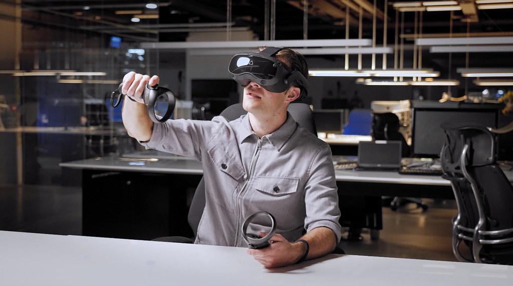 HTC新聞資料-VIVE Focus 3 輕鬆便利於工作空間中使用