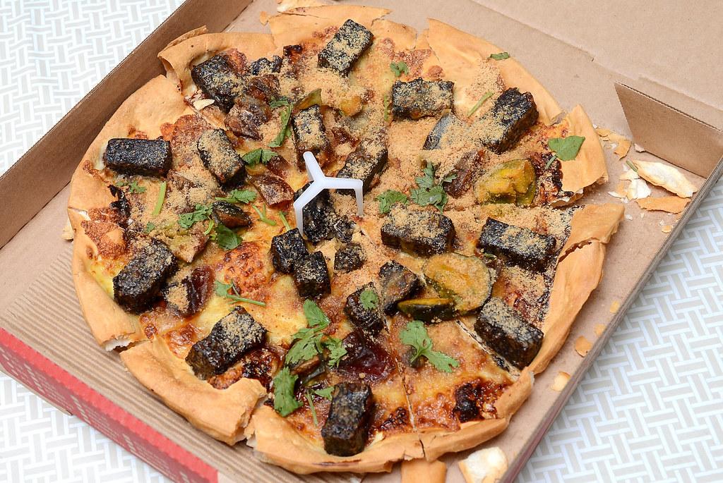 香菜皮蛋豬血糕披薩