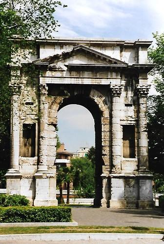 Verona, Corso Cavour, Arco dei Gavi