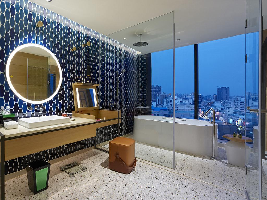 高雄英迪格-超豪華房浴缸示意 (1)