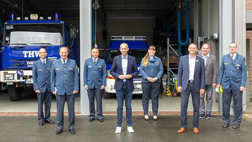 Mit THW-Präsident Gerd Friedsam (2.v.l.) und Bürgermeister Michael Rösner (3.v.r.) habe ich mich zum neuen THW-Logistikzentrum in Westerstede informiert.