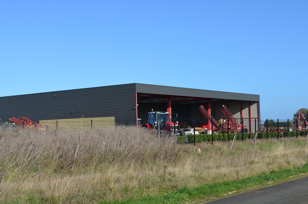 Pouligny ZA matériel agri
