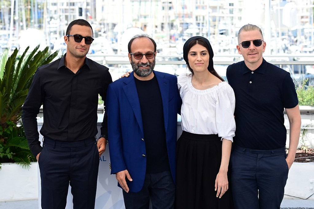 A Hero_劇組照02_演員阿米爾賈迪迪(左至右)、導演阿斯哈法哈蒂、演員薩里娜法哈蒂、監製亞歷山大馬萊蓋伊(取自坎城影展官方臉書)_(copy)