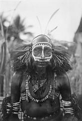 TM-60045540 Portret van een Marind Papoea man