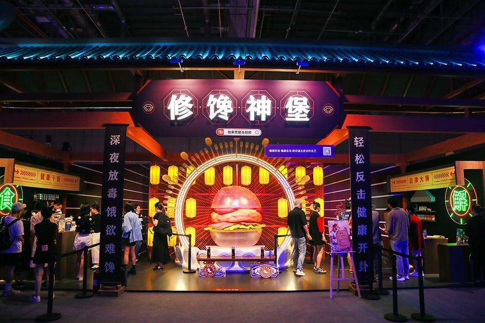 [圖二]-參觀者可以在佔地9,000坪的展館中探索各類新奇商品