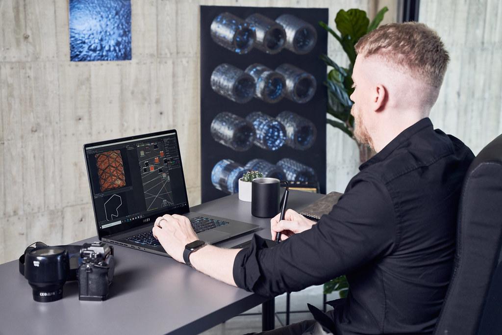 03_Creator Z16採用1610黃金比例的螢幕設計,搭配True Pixel顯示技術能為創作者與設計師提供最精準且鮮明的色彩 (1)