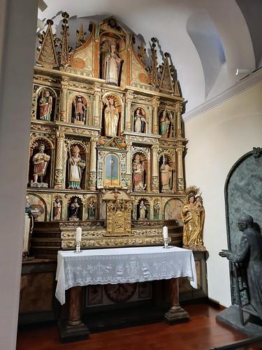 Retaule de Sant Julià i imatge de sant Josepmaria