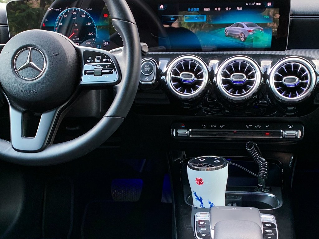04_尊榮車款隨車免費備配採美國專利RGF-inside技術元件原裝進口、台灣製造的WETOP 防疫等級環境淨化器。