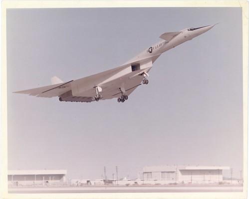 XB70_v_c_o_AKP (unnumbered 1964 photo, poss. maiden flt takeoff)