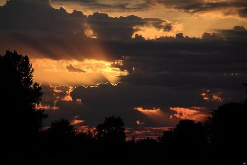 Soleil levant sur Saint Ouen en Belin
