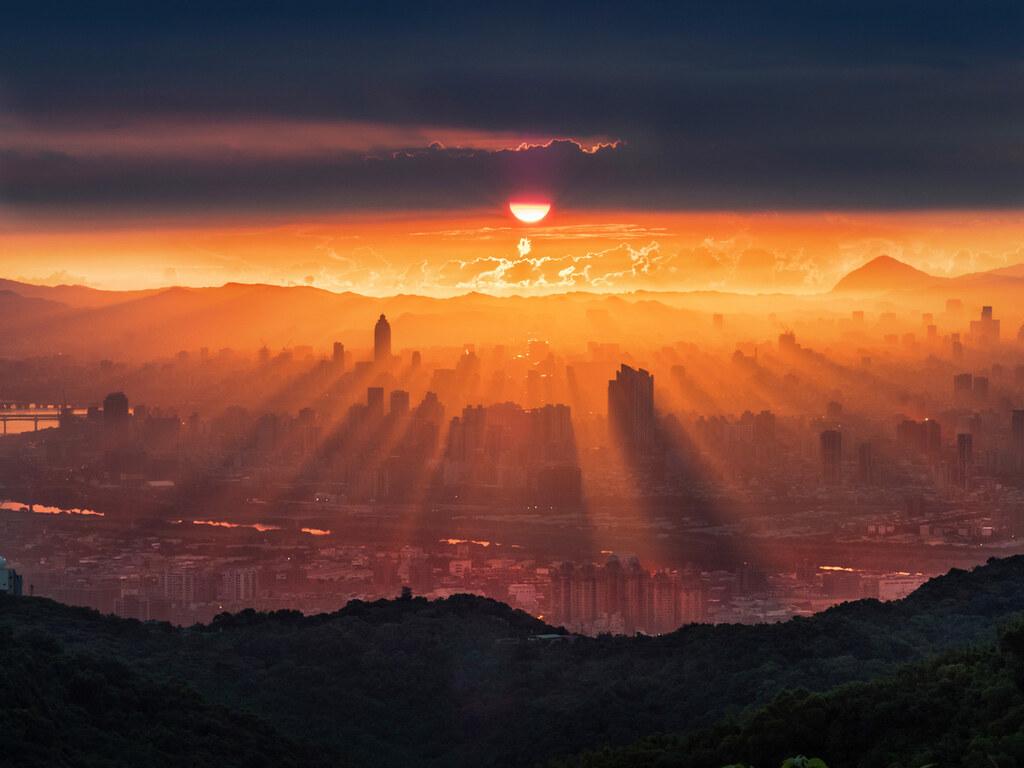 05_2020 OLYMPUS全國攝影大賽「自然風景組」金獎作品〈城市曦光〉王聰富