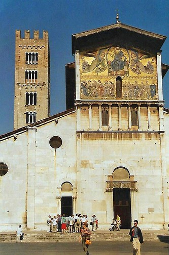 Lucca, Piazza San Frediano, Basilica San Frediano