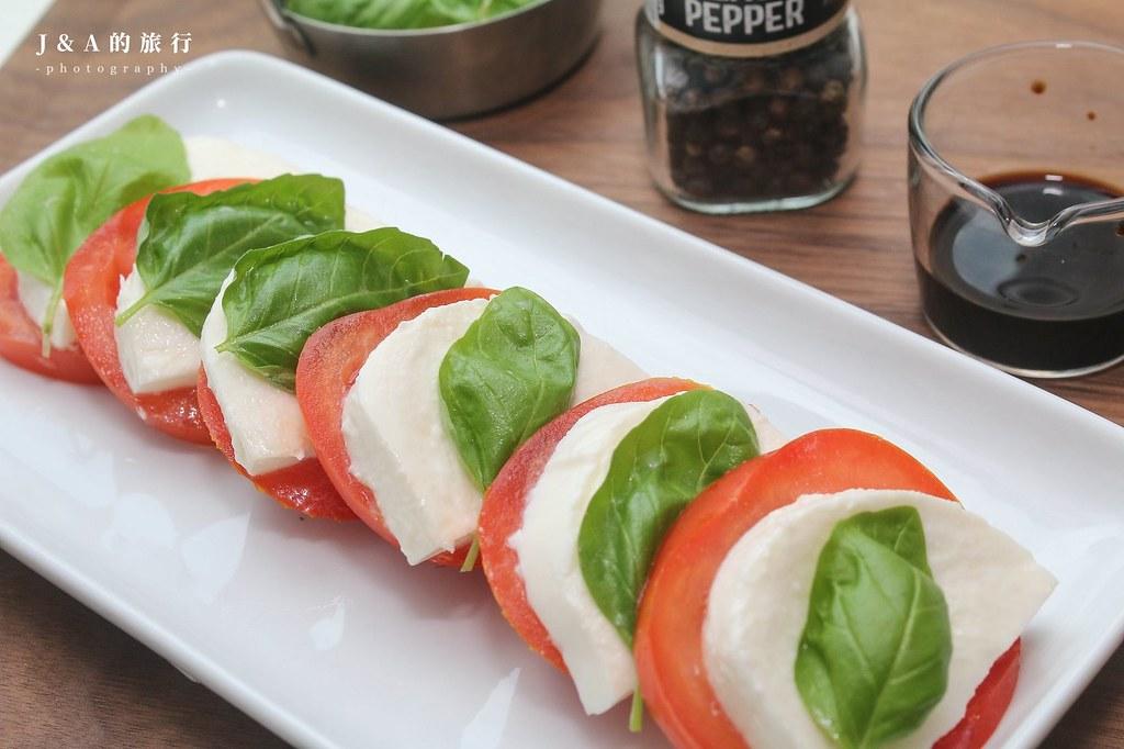【食譜】卡布里沙拉 Caprese Salad。新手也能輕鬆完成的零失敗義大利經典沙拉 @J&A的旅行