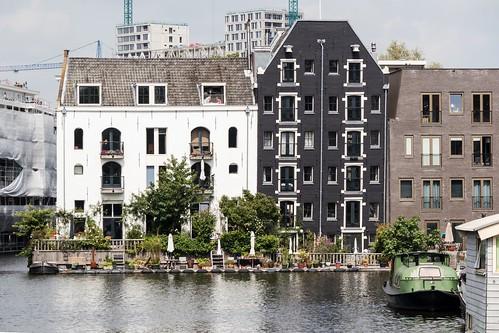 Amsterdam, Westelijke eilanden: Old versus New.