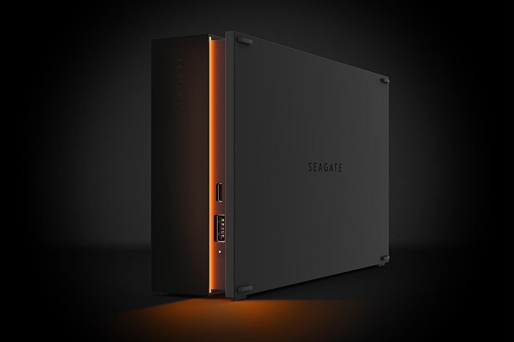 FireCuda-Gaming-Hub-配備雙前置-USB-C-及-USB-A-連接埠,方便遊戲玩家集中連接其他周邊設備並為其供電