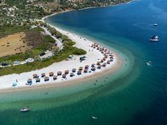Die zwei Seiten des Strandes Agios Dimitrios bieten zwei verschiedene Arten von Meeresböden. Luftbild