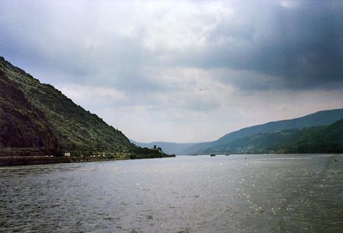 """Am Rhein (1) • <a style=""""font-size:0.8em;"""" href=""""http://www.flickr.com/photos/69570948@N04/51371930860/"""" target=""""_blank"""">Auf Flickr ansehen</a>"""