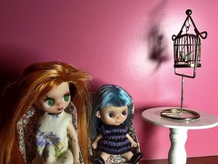 """Blythe-a-Day 2 Chirp: Hildy, Ginnie, and """"The Bird"""""""