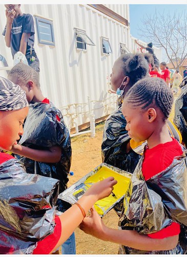 South Africa: With paint and purpose, Girls Turn Shipping Containers into a Safe Space