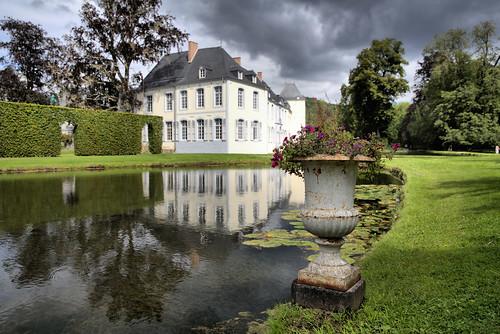 Le chateau d'Annevoie et ses etangs