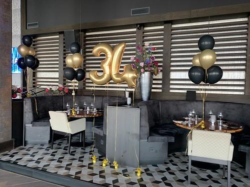 Tafeldecoratie 6ballonnen Folieballon Cijfer 34 Verjaardag Aqua Asia Club Rotterdam