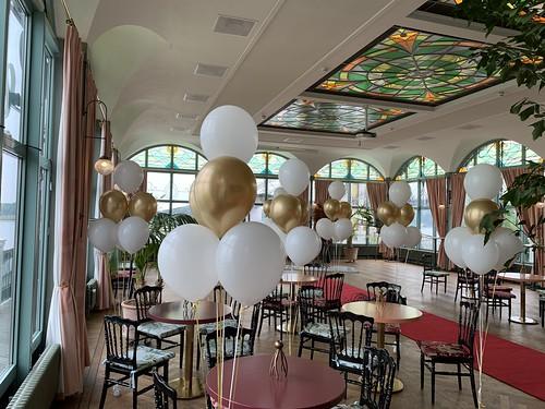Tafeldecoratie 6ballonnen Het Zalmhuis Rotterdam