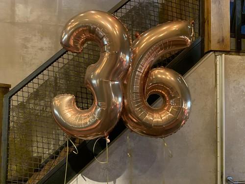 Folieballon Cijfer 36 Verjaardag Cafe in the City Rotterdam