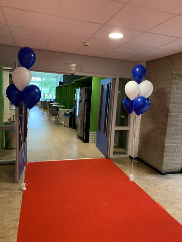 Tafeldecoratie 6ballonnen Gronddecoratie Albeda Collega Spinozaweg Rotterdam