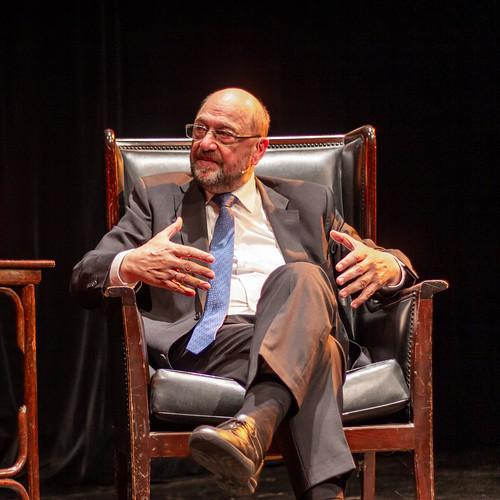 Martin Schulz im Gespräch im Theater Laboratorium in Oldenburg.