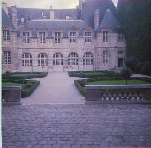 88-Paris-Hotel de Sully (2)