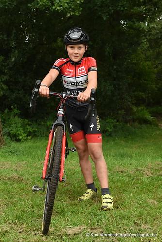 Avia-Rudyco-Janatrans Cycling Team (411)