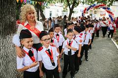 Директор школы Добрынина Валерия Владимировна и гости поздравили учащихся школы с новым учебным годом, отметив, что учение - нелегкий, но радостный и увлекательный труд.