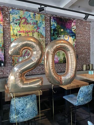Folieballon Cijfer 20 Verjaardag Wijnbar 1NUL8 Rotterdam