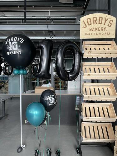 Cloudbuster Rond Folieballon Cijfer 10 Tafeldecoratie 6ballonnen Bedrukt 10 Jarig Jubileum Jordy's Bakery Rotterdam