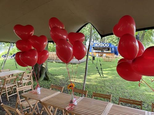 Tafeldecoratie 6ballonnen Hartballonnen Terras in het Gras Lommerijk Rotterdam