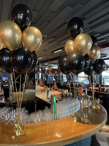 Tafeldecoratie 6ballonnen The Oyster Club Rotterdam