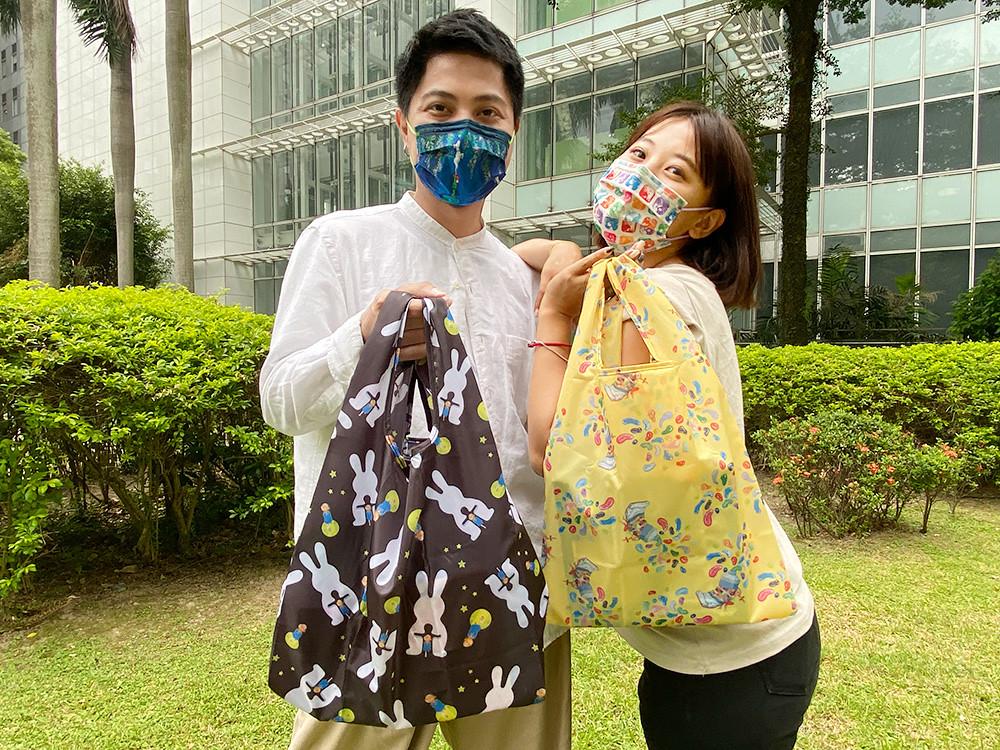 萊爾富將於10月6日起限定推出幾米收納式環保袋(共4款,每款售價159元)。