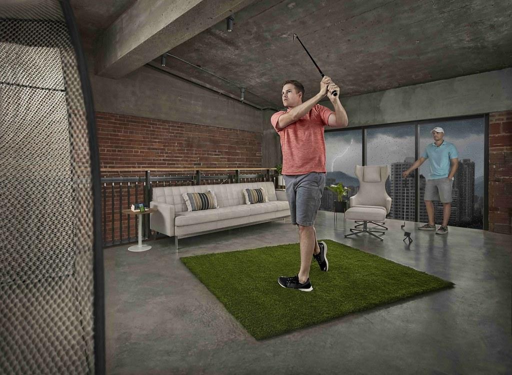 Approach R10獨特3D模擬器打造的「Home Tee Hero虛擬球局」,讓你不受場域限制,自由暢打全球42,000幅真實球道,隨時隨地享受揮桿樂趣