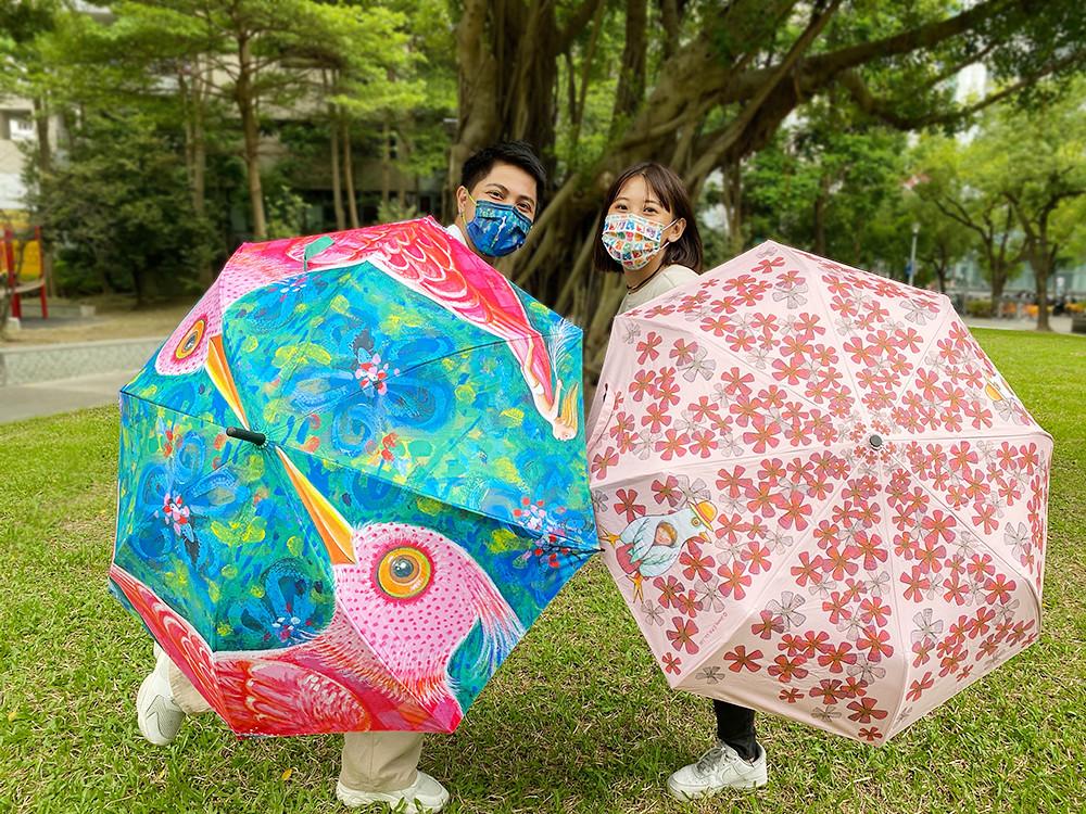 萊爾富9月20日起推出幾米直骨自動傘(售價399元)以及幾米三折自動開收傘(售價399元),限量發售。