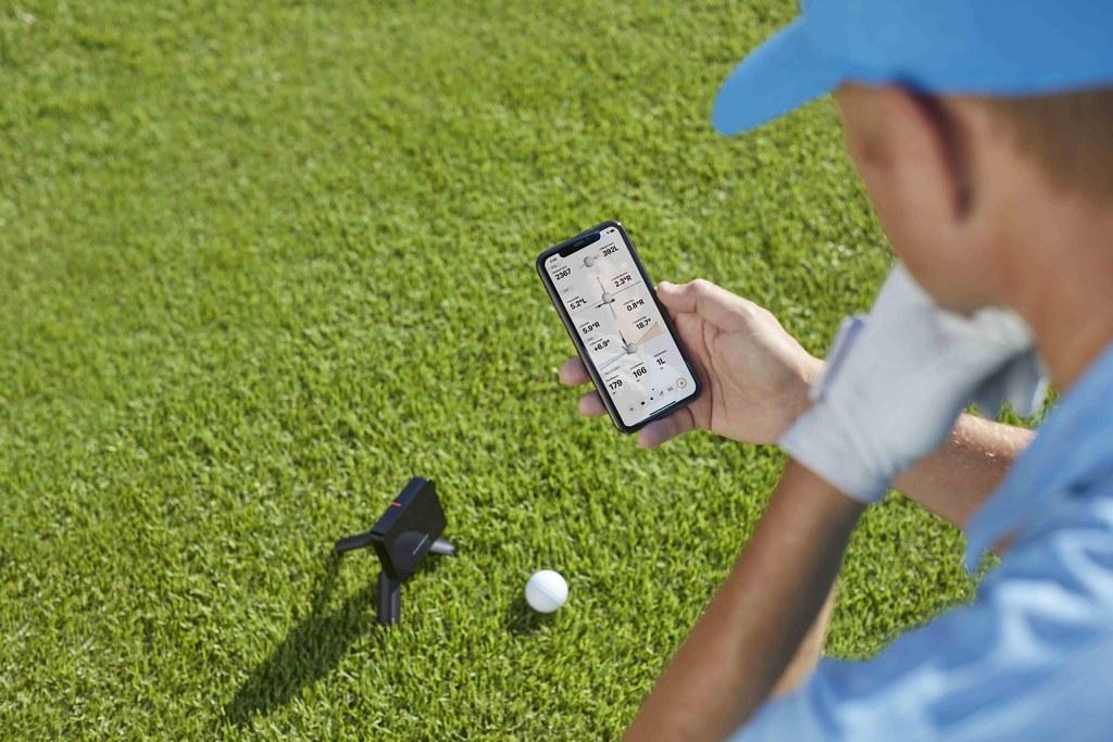 Garmin「Approach R10雷達高爾夫訓練儀」精準量化揮桿表現,使用者可下載Garmin Golf App連線配對,即時顯示多項擊球數據