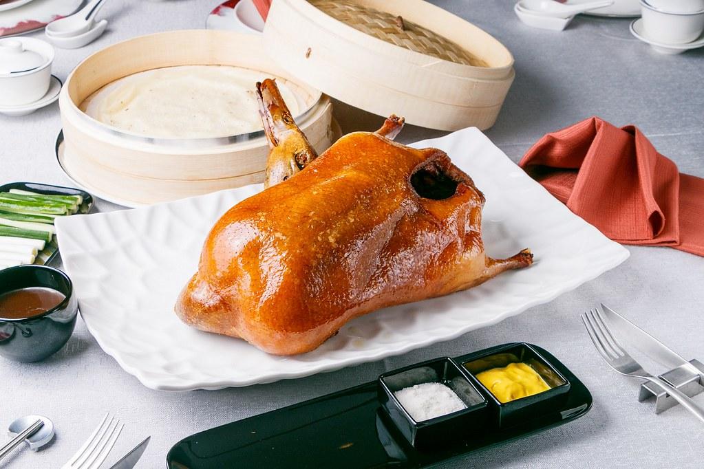(圖1)《JR 東日本大飯店 台北》「凱華樓」必點招牌料理「黃袍北京烤鴨二吃」,限時推出買一送一優惠
