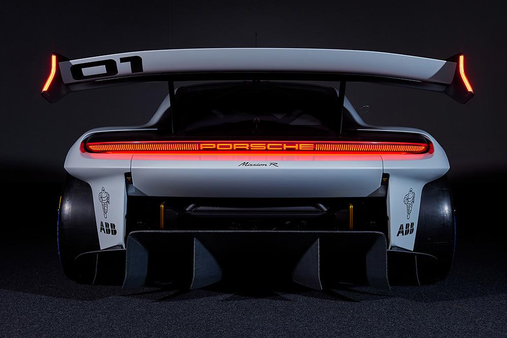 Porsche 210906-3