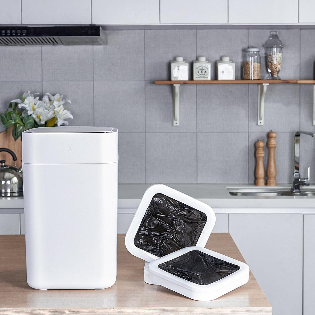 圖說一:拓牛推出全新升級版T1S智能垃圾桶,輕按一鍵即可自動打包垃圾、自動換袋,採用熱塑式打包原理,將垃圾袋密封,使臭味完全鎖住!
