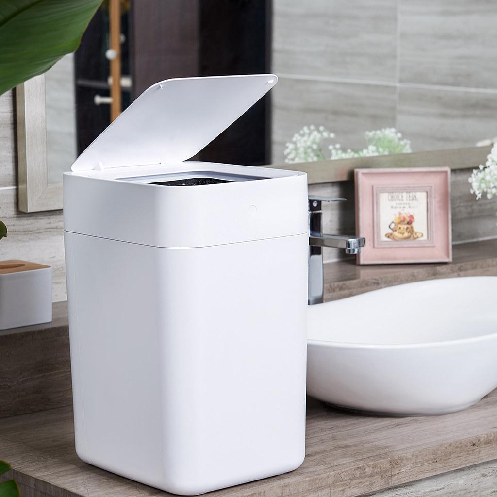 圖說六:拓牛T1S智能垃圾桶外型時尚、簡潔,可與任何居家裝潢吻合、適合放置於各種環境,是一款同時可提升生活效率與質感的智慧居家必備好物。