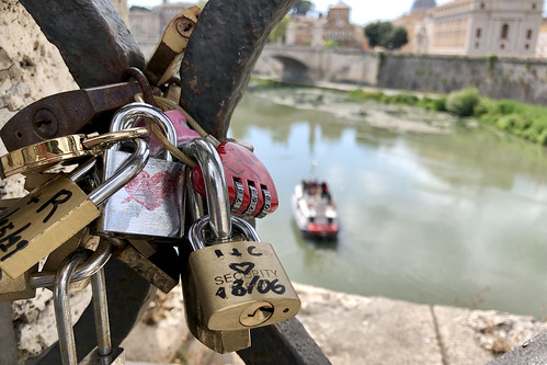 Liefdesslotjes / Ponte Sant'Angelo / Rome