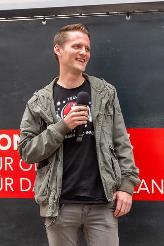 Gespräch mit dem Ratskandidaten Raphael Heitmann auf der Innenstadtbühne.