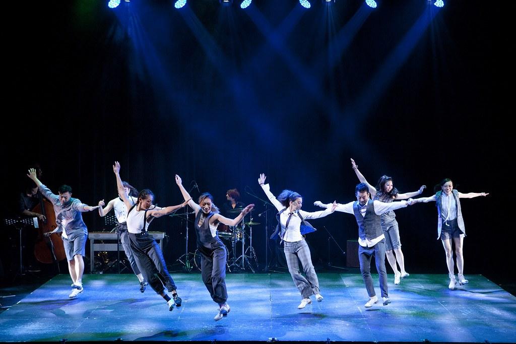 9.24信義店會員之夜「觸動 幸福時刻」2F 書區「舞工廠踢踏舞團」率領12位舞者為誠品書店量身打造舞蹈演出。