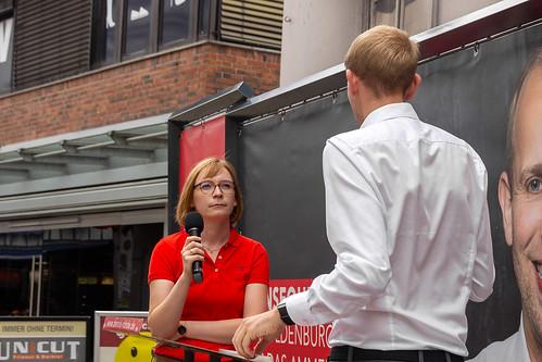 Gespräch mit der Vorsitzenden der Oldenburger SPD, Nicole Piechotta, auf der Innenstadtbühne.